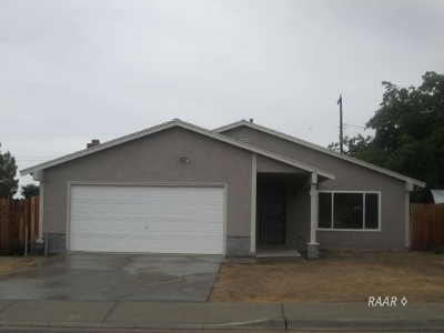 Inyo County, Kern County, Tulare County Single Family Home For Sale: 1204 S Porter St
