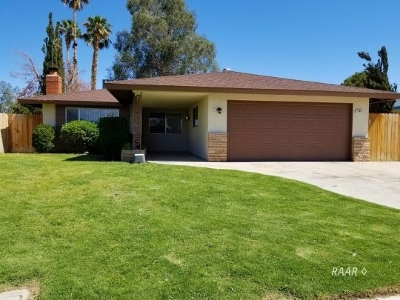 Inyo County, Kern County, Tulare County Single Family Home For Sale: 244 N Sunland Dr