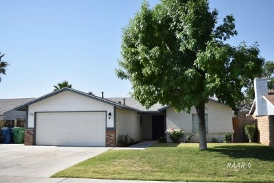 Inyo County, Kern County, Tulare County Single Family Home For Sale: 601 E Wilson Ave