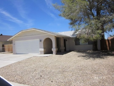 Inyo County, Kern County, Tulare County Single Family Home For Sale: 330 E Wilson Ave