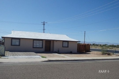 Inyo County, Kern County, Tulare County Single Family Home For Sale: 437 N Fairview St