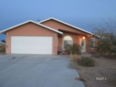 Inyo County, Kern County, Tulare County Single Family Home For Sale: 1240 S Farragut St
