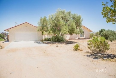 Inyo County, Kern County, Tulare County Single Family Home For Sale: 330 E Hartley Ave