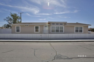 Inyo County, Kern County, Tulare County Single Family Home For Sale: 1040 W Willow