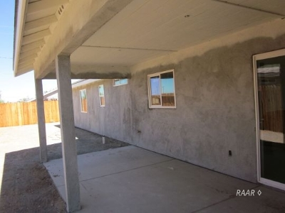 Inyo County, Kern County, Tulare County Single Family Home For Sale: 1324 S McCall Rd