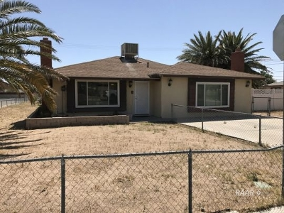 Inyo County, Kern County, Tulare County Single Family Home For Sale: 600 S Nevada