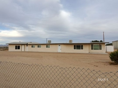 Inyo County, Kern County, Tulare County Single Family Home For Sale: 1050 S Forest Knoll St