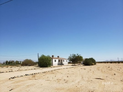 Inyo County, Kern County, Tulare County Single Family Home For Sale: 3300 N Owens Peak St