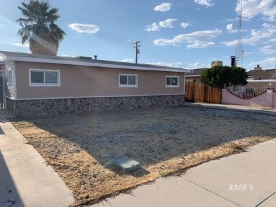Inyo County, Kern County, Tulare County Single Family Home For Sale: 715 N Balsam St