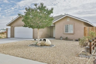 Inyo County, Kern County, Tulare County Single Family Home For Sale: 1020 S Farragut