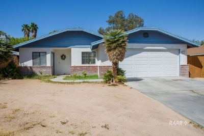 Inyo County, Kern County, Tulare County Single Family Home For Sale: 600 Beth Ln