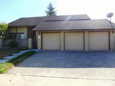 Single Family Home Sold: 1708 Oakwood Dr