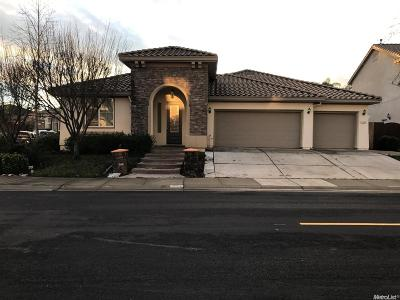 Sacramento Single Family Home Active Short Sale: 3068 Sparrow Drive
