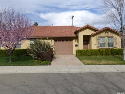 Sacramento County Multi Family Home For Sale: 2520 Reiner Way