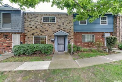 Carmichael Condo For Sale: 4025 Oak Villa Circle