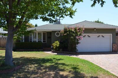 Sacramento Single Family Home For Sale: 3545 Lynne Way