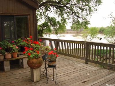 Sacramento Single Family Home For Sale: 5721 Garden Highway