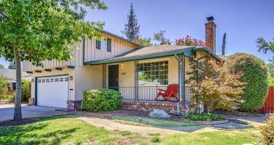 Sacramento Single Family Home For Sale: 1853 Vesta Way