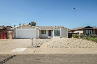 Sacramento Single Family Home For Sale: 4025 Robinridge Way