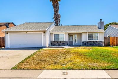 Sacramento Single Family Home For Sale: 5390 Yvonne Way