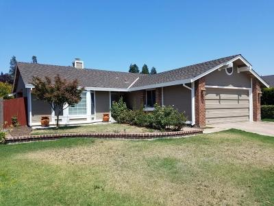 Elk Grove, Galt Single Family Home For Sale: 6200 Laguna Villa Way