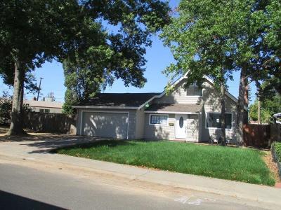 Sacramento Single Family Home For Sale: 1417 Hesket Way