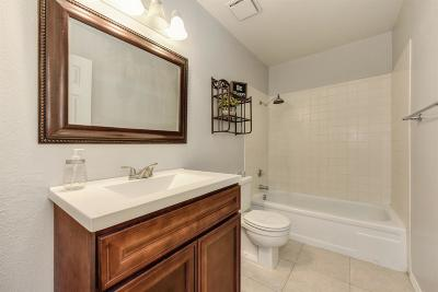 Elk Grove Single Family Home For Sale: 8661 Wren Circle