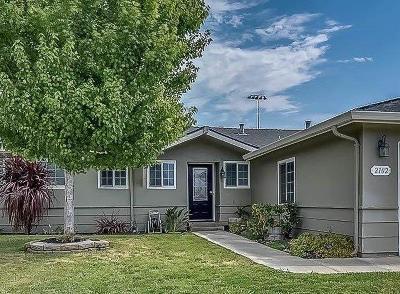 Lodi Single Family Home For Sale: 2102 Alpine Drive