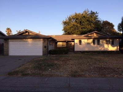 Sacramento Single Family Home For Sale: 6811 Bowling Drive
