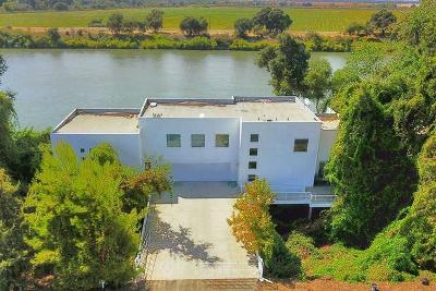 Sacramento Single Family Home For Sale: 6301 Garden Highway