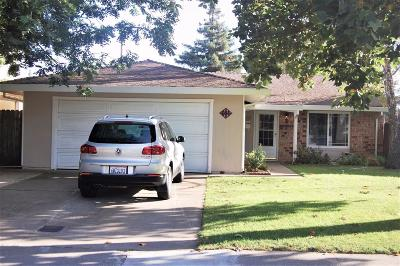 Sacramento Single Family Home For Sale: 864 Arundel Way