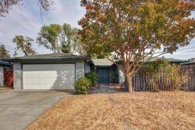 Sacramento Single Family Home For Sale: 7643 Prescott Way