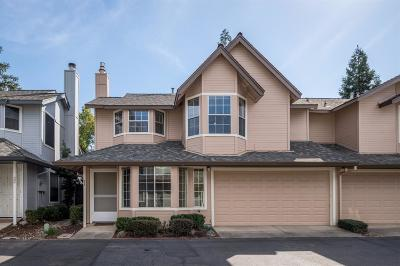 Roseville Single Family Home For Sale: 21 Marty Circle
