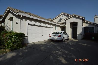 Elk Grove CA Single Family Home For Sale: $415,000