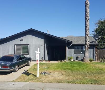 Sacramento Single Family Home Active Short Sale: 6705 Hometown Way