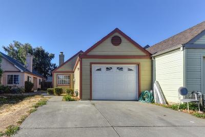 Sacramento Single Family Home For Sale: 7026 Peevey Court