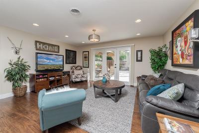 Sacramento Single Family Home For Sale: 1518 Rowena Way