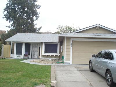 Sacramento Single Family Home For Sale: 19 Icarus