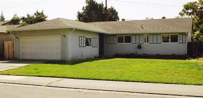 Single Family Home For Sale: 710 Paloma Ave