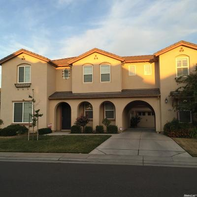 Elk Grove Single Family Home For Sale: 9904 Yellowfin Way