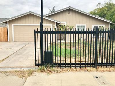 Sacramento Single Family Home For Sale: 30 Valley Crest Court