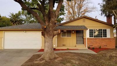 Sacramento Single Family Home For Sale: 7565 Tamoshanter Way