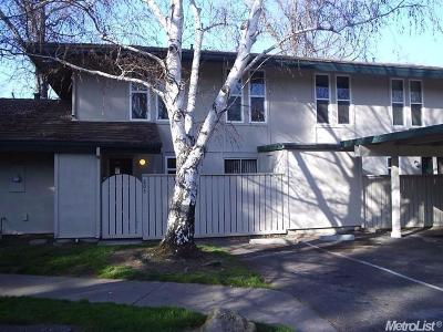 Sacramento Condo For Sale: 803 Roundtree Court