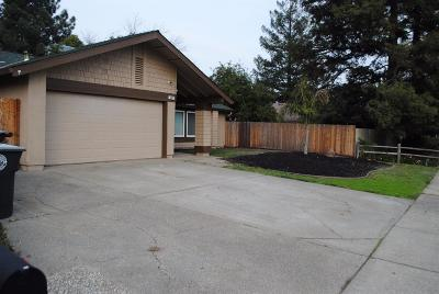 Elk Grove Single Family Home For Sale: 9017 Meadowsweet Way