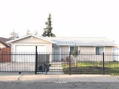 Sacramento CA Single Family Home For Sale: $285,000