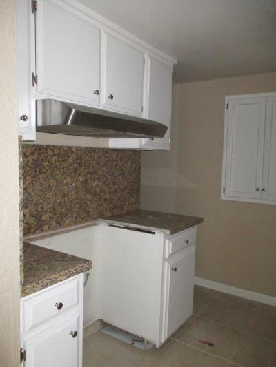 Sacramento County Condo For Sale: 5742 Hillsdale Boulevard