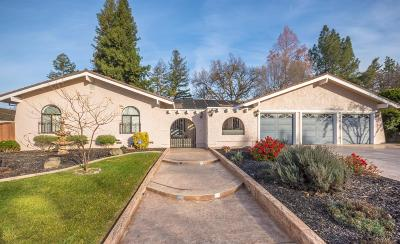 Sacramento Single Family Home For Sale: 5687 Rolling Oak Drive