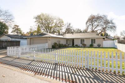 Single Family Home For Sale: 936 Royal Oaks