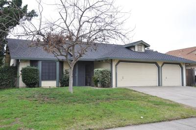 Sacramento Single Family Home For Sale: 7986 Cresentdale Way