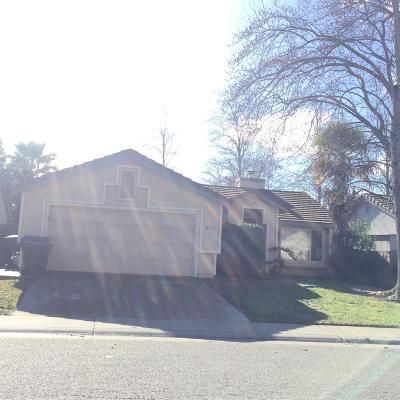 Sacramento CA Single Family Home For Sale: $318,000